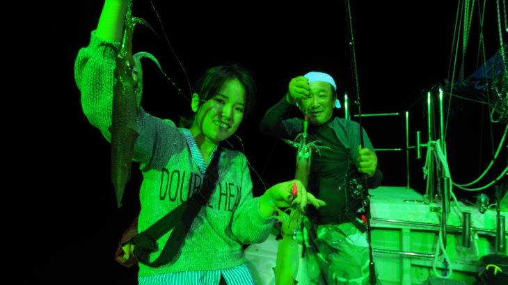 8月7日(金)23時出船便! 入れ喰い時間は無かったものの誰が常に釣れてる感じで、型も良型がよく混ざり朝まで楽しめました! 30〜70杯 船中310杯