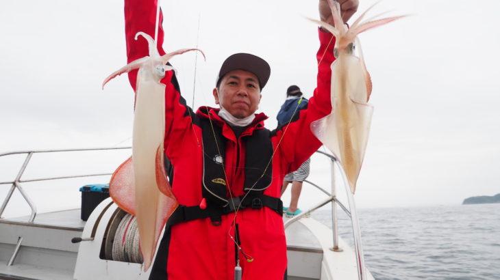 6月12日(土)  ベタ凪の中、白イカ釣りに行って来ました!明るいうちは良型も良く釣れてましたが終盤はサイズに問題と豪雨に打たれて終了となりました(汗) 雨が降り出したので夜の写真はさぼりました(汗)   白イカ43〜60杯 船中538杯 スルメ多数