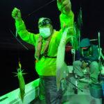 6月4日(金) 今シーズン初めての白イカ釣行は23時出船便でのスタートとなりました。到着して直ぐにイカが釣れ出したので期待しましたが、その後ポロポロ程度で朝ラッシュもなく夜明けとなりました(汗)    トップ18杯 8〜18杯 船中100杯前後でした(涙)