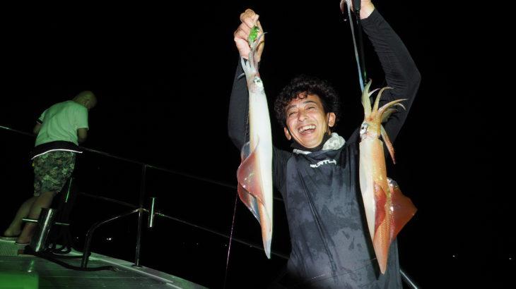 8月28日(土) 試行錯誤!「乗合17時出船便」 本来ならば「オーシャン釣具店」さん主催の第3回イカ釣り大会でしたが緊急事態宣言下の為、中止となりましたが、乗船希望者の方々での出船となりました!まずは気合を入れ流し釣りで群れを探してからのスタート!良く釣れた場所で投錨しましたが激流!何とか釣れ出しますが釣れるのは船首の人ばかり(汗)良く釣れてるので移動も出来ない為、手を変え品を変え色々と試行錯誤してもらいましたが中々釣れず終了となりました(涙)釣座で大きく釣果差がでた釣行となりました! 白イカ11〜50杯 船中217杯
