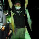 9月11日(土)  終わりよし!「乗合17時出船便」今季、ラストのイカ釣りなので思い切って沖合いに!灯が効き出すとベイトが水面からボトムまでびっしり着き出しましたが、イカはポロポロ釣れる程度(汗)  21時を過ぎた頃からサイズも良型になりペース良く釣れ出し、何とか良い閉幕が出来ました(笑)  来週からはジギング秋の陣です!白イカ10〜48杯 船中238杯 スルメ少々